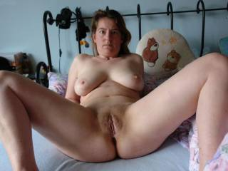 Unsuspecting wife full open legs
