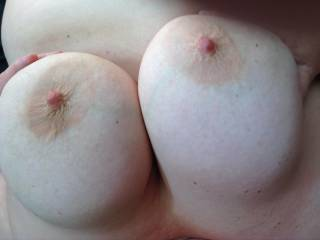 Just love my wife telling me she wants my spunk over her big boobs and hope you all like the picture
