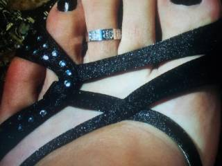 black nails and toe ring...almost too hot!