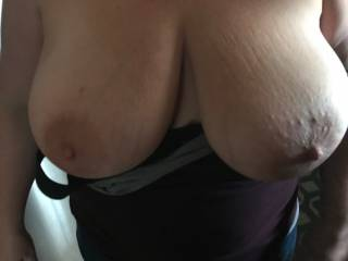Slit wife shows off her big tits to neighbor in kitchen before they fuck