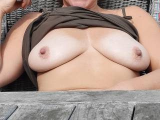 Boobs flashing in the garden, now it\'s your turn !