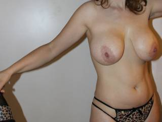Lovely big pair of tits and shapely body. Would love to lick your pussy and give you first intense orgasm