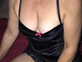 A little cleavage ... love these tits