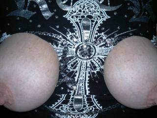 i love to have cum spurted over my pics of my nipples please help x