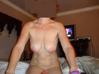 Oh yes what a fine sexy mature lady I bet she is pure pleasure to play with mmmmm