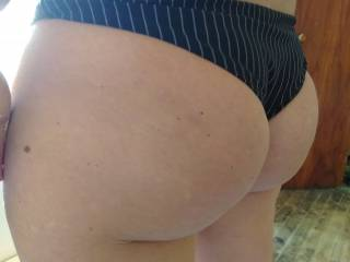 Mel showing off her ass for me. This is from a large set i took so im picking the best ones for you guys. Enjoy the view!