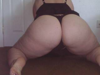 I just want to bury my face between those big wonderful ass cheeks