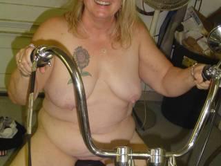 mmmmmmmmmmmm-love to hold that sexy belly while she rides my dick!!!!!!!!!