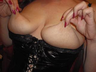 What a hot pic! Your tits are gorgeous. I want to suck those nipples then cum on them, then suck them some more