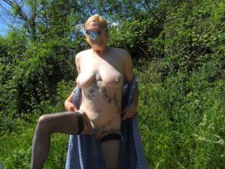 hello again all  lovely sunny day and I just had to strip off and get some sun. enjoy mature couple