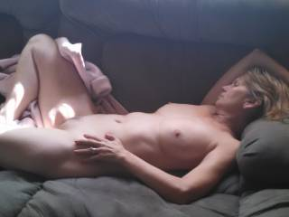 Mrs. Gsplash relaxing nude for all to see, letting the sun lick her pussy. Anyone want a lick too?