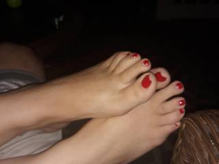 blondes feet are so pretty. never had a foot fetish until now