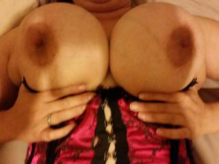wifes big tits.....love blowing all over them