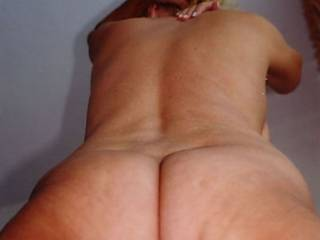 Mature offered  as granny model for pic and clips