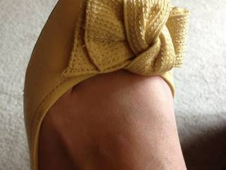 Sweet toes! Would like to smell and taste your feet fresh out of shoes you've worn all day!