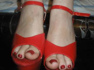 Hell yes. Love this pose and close up of those beautiful red painted toes!