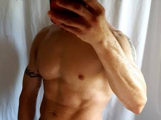 Hubby sent me a selfie after his workout. Gets me horny wet when he texts me these & frustrated because I can\'t just get the nooner fast enough😣😢