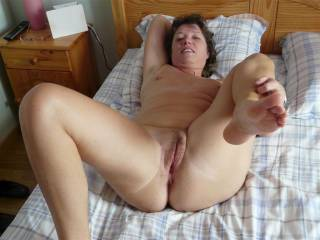 you are a beautiful woman, love your body and cute face, want to have sex with you, for real or on c2c, pls let me know and send me a message.