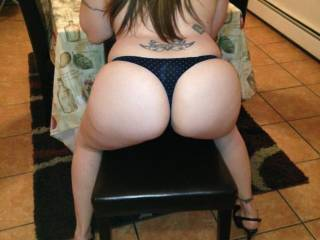 I love grabbing my women\'s hips and getting behind her ass....