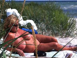 Extremely horny gilf at the beach. Fantastic huge tits!