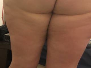 Who wants to come and fuck my ass or pussy from behind  ? Don't care about the size of your cock, just get it hard and stick it in me 😋