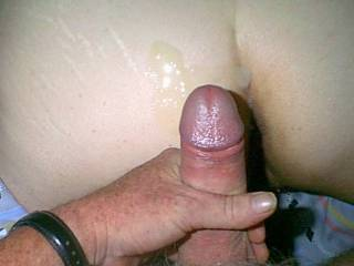 Luvly cock and such a luscious ass to spray cum all over to. Mmmmm Love to lick it up for her!