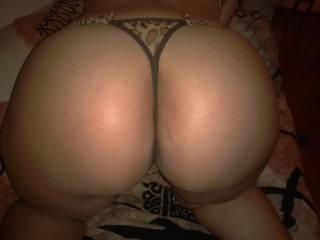 Mmmmmm I want to fill her ass hole