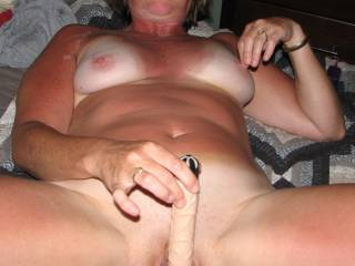 I would love to rub my toy all over that sweet pussy...sweet tits