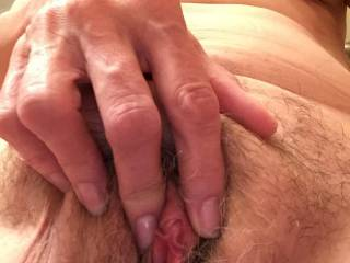 Mmmm lovely hairy pussy, beautiful pussy lips and a suckable clit