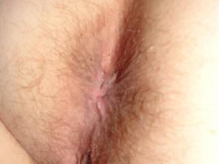 you have a beautiful butthole. i would love to stick my tongue in your pussy while my nose is in your butt