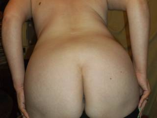 Lovely peach of a bum, makes me want 2 have a nibble xx