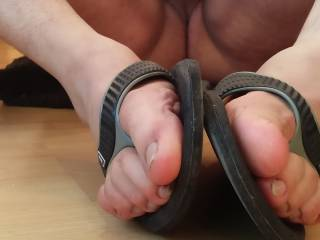 Who likes a naked guy showing his tiny dick and sweaty dirty toes in sticky rubber flipflops?