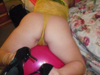 want to lick yr pussy n spank yr gr8 round ass baby ! I do wanne have some fun right now baby !!!!!!