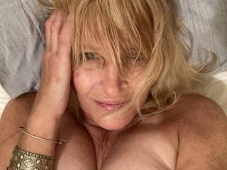 It's been 5 years since I have been with a man..... or a woman if that's your style... I need some hot, dirty, sexy love...this is the natural me.. no makeup... hope you like..,