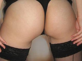 I would to be thetre with you now, beautiful lady, my cock is getting hard at first sight :)