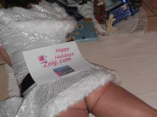 Look under my skirt while I look under the tree