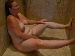 Great body , good looking,love her big tits and big fat gut, would love to fuck her