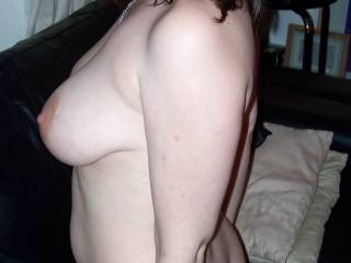 Fantastic pose - one of your best pics. Love your tits and love the expression on your face here. Very sexy.