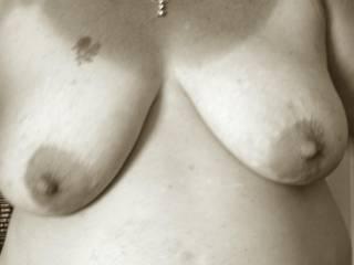 Sooooooooooo very very sexy showing off those fantastic tits and mouth watering mesmerizing nipples is such a huge turn on!