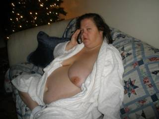 love a woman with a few ponds more, love all i see, special that beautiful belly and gorgeous tits and such a cute face too.