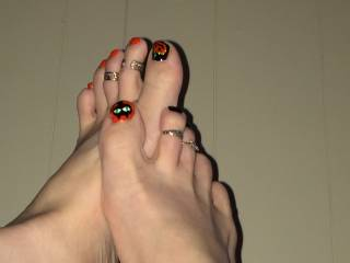 Dead sexy! Very seasonal...but no matter the time of year ALWAYS sexy!! Toes I'd love to sniff lick and suck. Beautiful!!