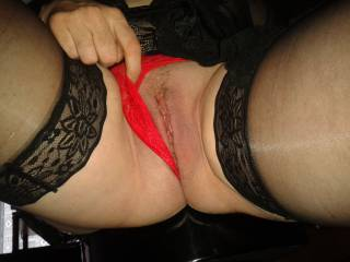 I know you can\'t resist to see my fresh shave pussy ... Want to lick her on ?