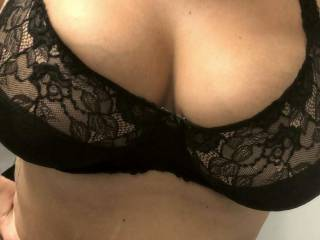 Barely contained by her 38G bra...Love huge natural boobs!