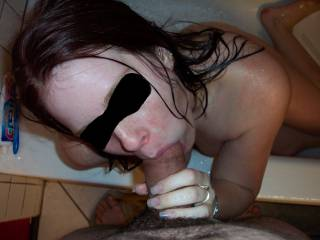 Nice blowjob in the tub.