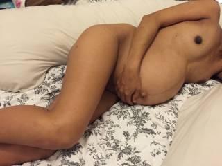 preggo wife shows her curvy body