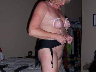 What a fastastic body for a more mature woman, love to fuck you !
