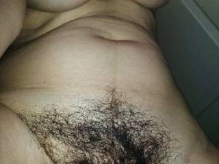 You have such a sexy pussy i want to bury my face in it for days such a swxy bush never shave its perfect