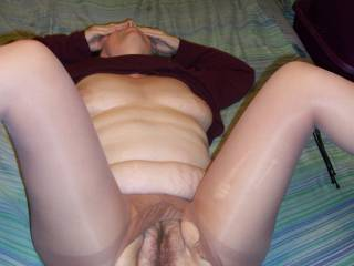 Shirl spread open in ripped out pantyhose