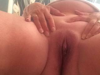 Close view of her hungry pussy.......