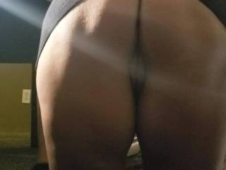 Showing off her ass.while she sucks the meat off my dick. Do you like how the pussy pops out.